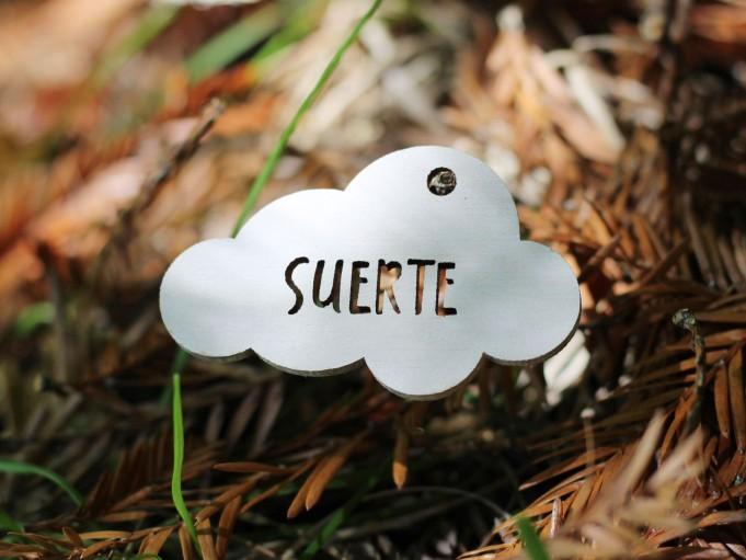 Etiqueta nube color blanco - SUERTE