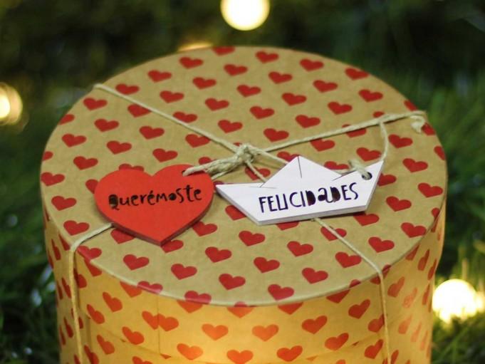 Etiqueta corazón con mensaje - amaranto - Querémoste