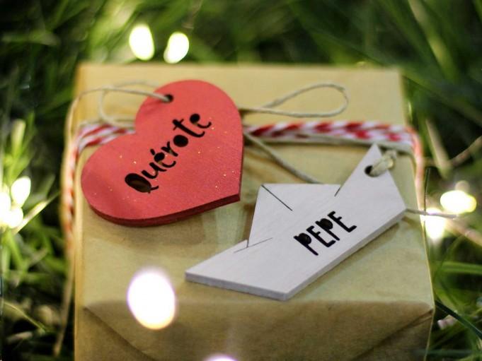 Etiqueta corazón con mensaje - amaranto - Quérote