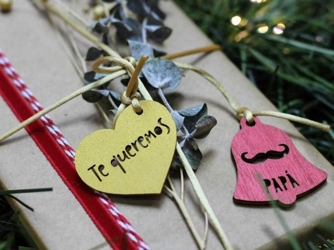Etiqueta corazón con mensaje - dorado- te queremos