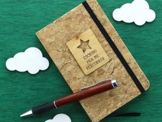 Cuadernito de corcho con estrella