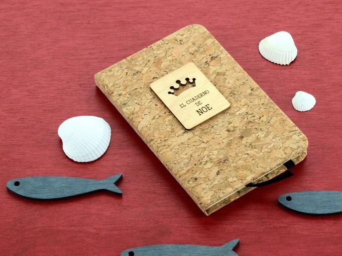 Cuadernito de corcho con corona - Noe
